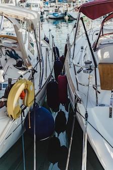 Private yachten im hafen