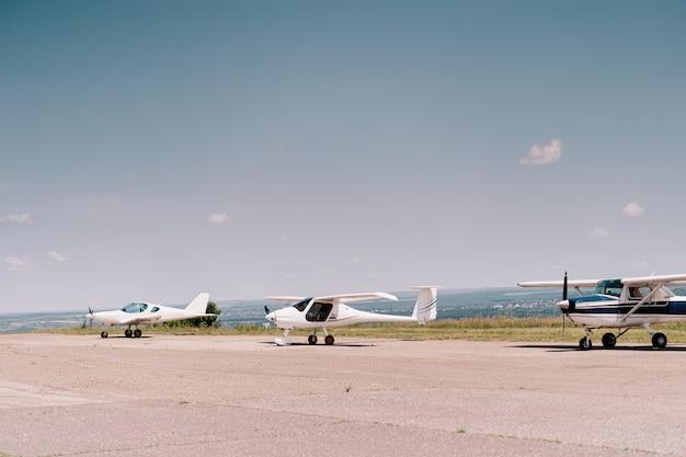 Privatflugzeuge im feld