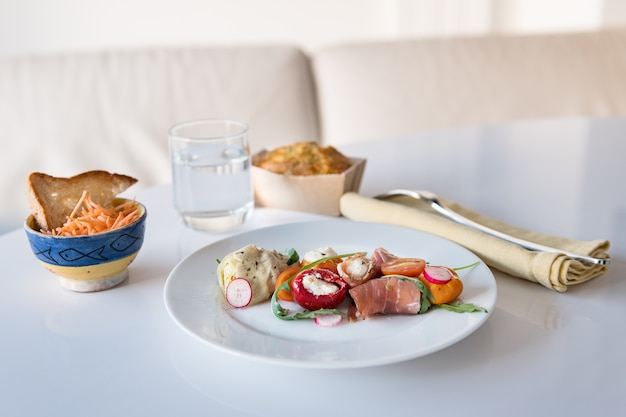 Privatleben: mittagessen zu hause, italienisches essen