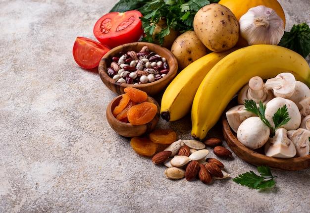 Produkte, die kalium enthalten. gesundes nahrungsmittelkonzept