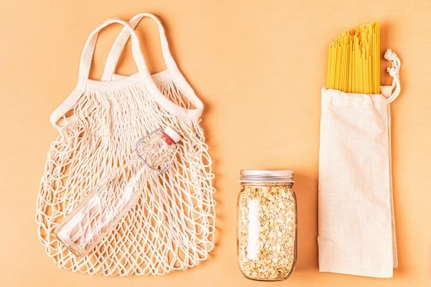 Produkte in textilbeuteln, glaswaren