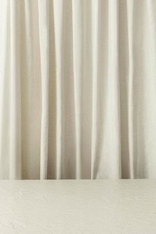 Produkthintergrund mit weißem vorhang