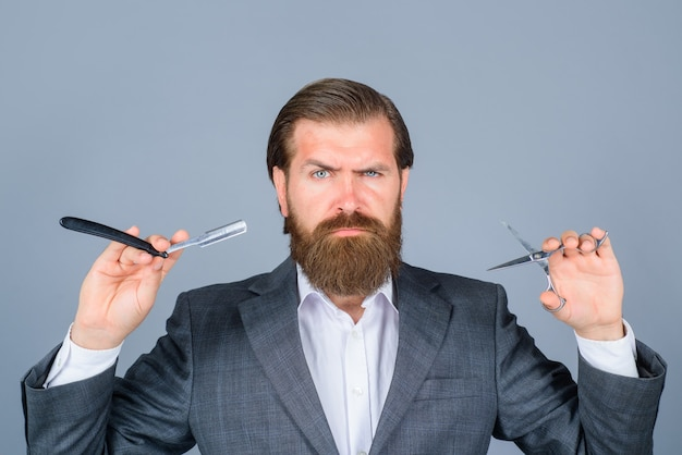 Professionelle bartpflege barbier rasierer schere barbershop salon für männer barbershop bärtiger mann mit