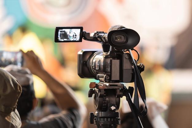 Professionelle digitale videokameraausrüstung für die übertragung von veranstaltungen.