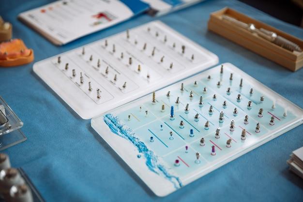 Professionelle instrumente für die stomatologie und kieferchirurgie