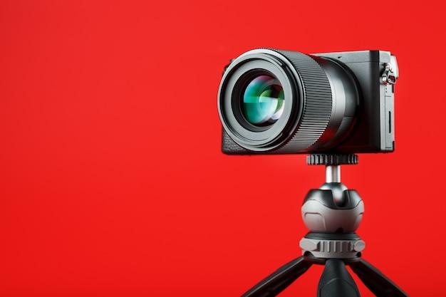 Professionelle kamera auf einem stativ