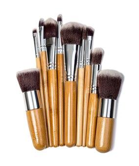 Professionelle make-up pinsel kosmetik isoliert auf weiß