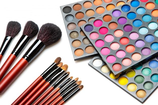 Professionelle make-up-pinsel und lidschatten-palette