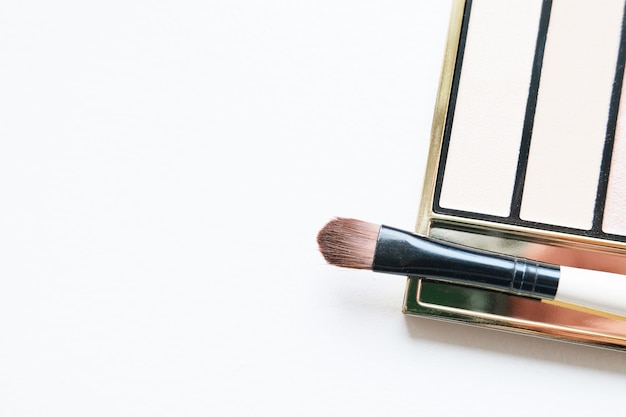 Professionelle make-up-tools lidschatten-palette und pinsel