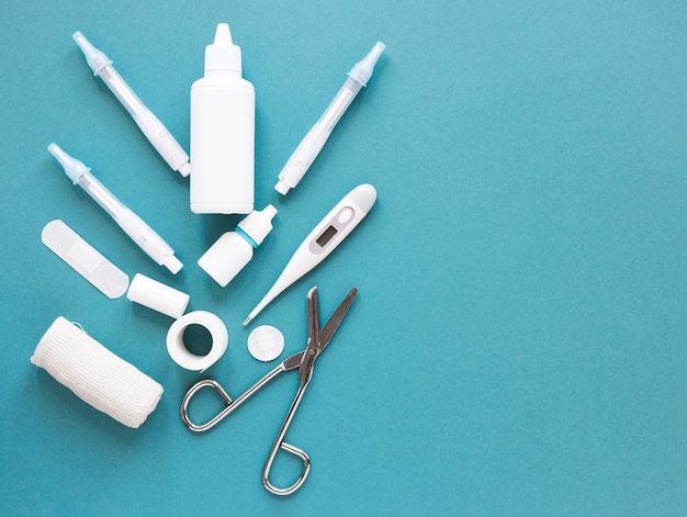 Professionelle medizinische werkzeuge der draufsicht mit kopienraum