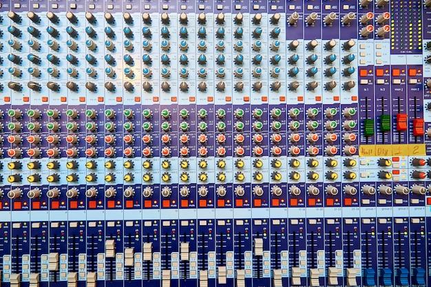 Professionelle sound-bedienfeld-nahaufnahme.
