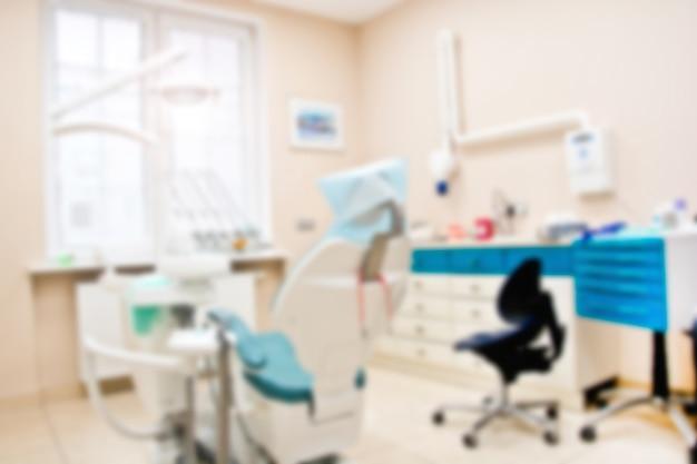 Professionelle zahnarzt-werkzeuge in der zahnarztpraxis.