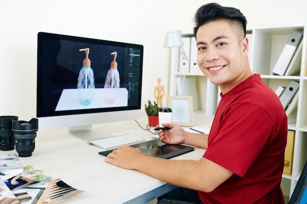 Professioneller 3d-designer, der an der visualisierung arbeitet