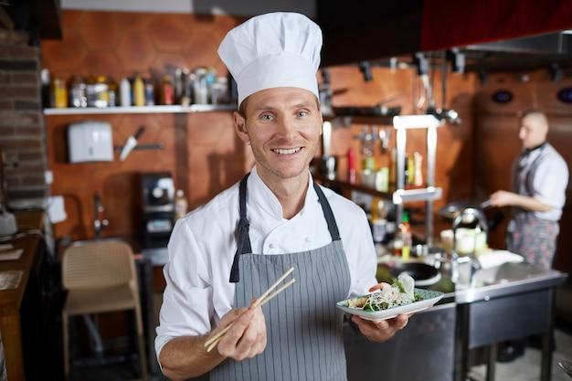 Professioneller asiatischer küchenchef