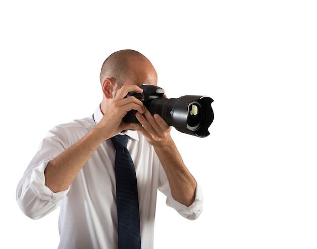 Professioneller fotograf bei der arbeit in einer hochzeit Premium Fotos