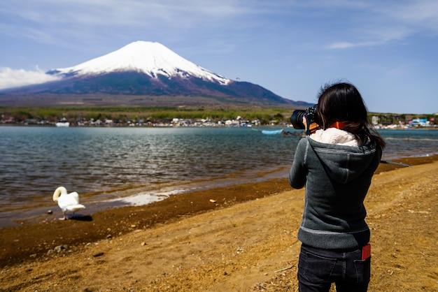 Professioneller fotograf schießen fuji und schwan vom yamanaka see