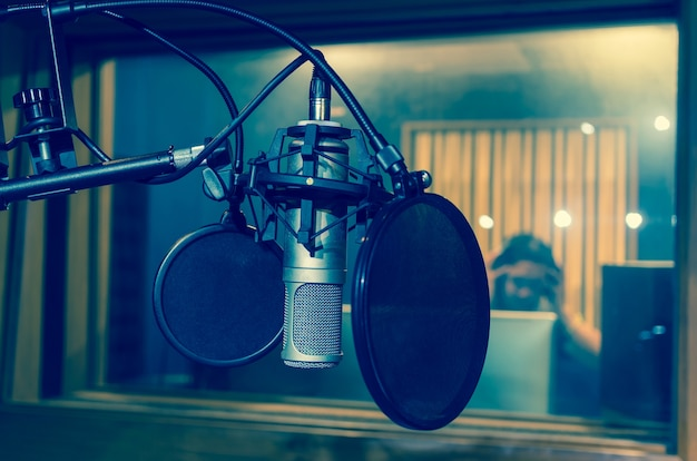 Professionelles kondensatorstudiomikrofon, musikalisches konzept