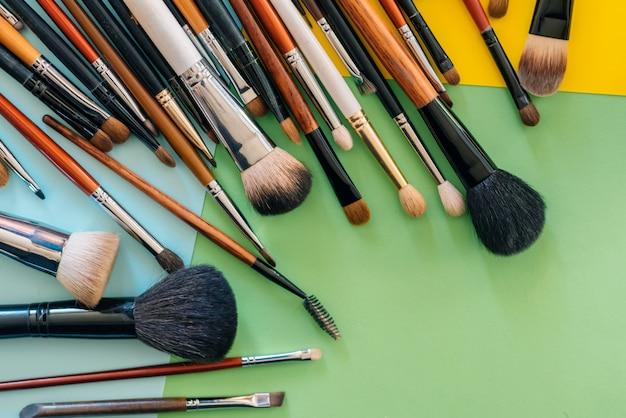 Professionelles make-up-pinsel-set für weibliche schönheit