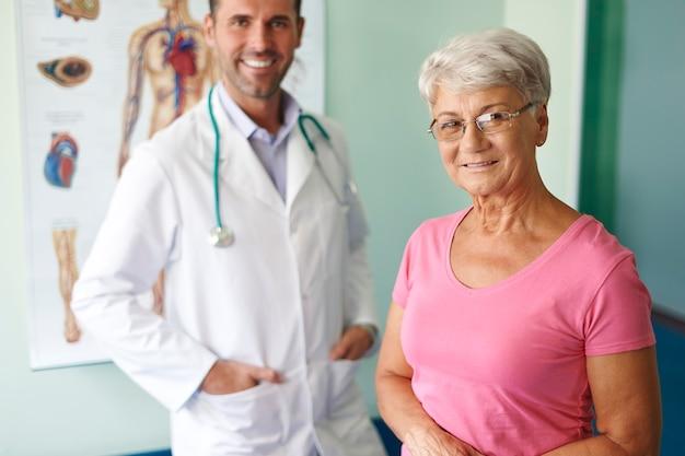 Professionelles medizinisches personal kann patienten helfen
