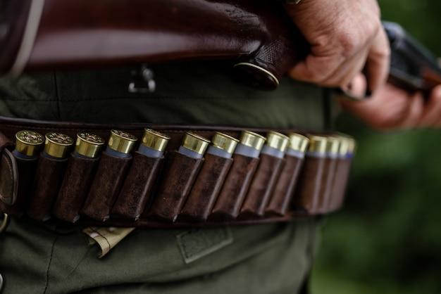 Professionelles munitionsset für jagdausrüstung.