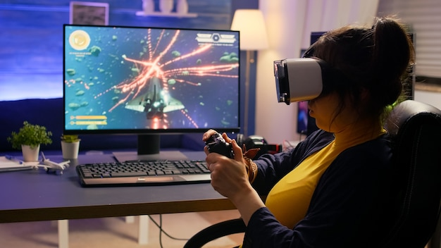 Profi-cyberspieler verlieren online-videospiel-turnier mit virtual-reality-headset