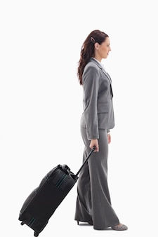 Profil einer geschäftsfrau mit einem koffer