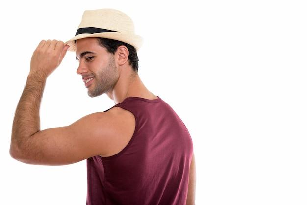 Profilansicht des jungen glücklichen hispanischen mannes lächelnd