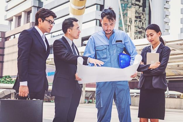Projektleiter- und ingenieursitzungsprojekt an der baustelle