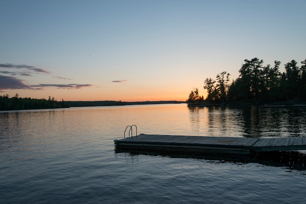 Promenade in einem see, lake of the woods, ontario, kanada