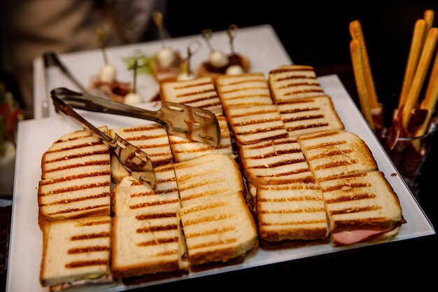 Prost auf event-catering, verschiedene snacks