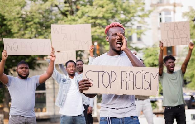 Protest gegen schwarze lebende materie