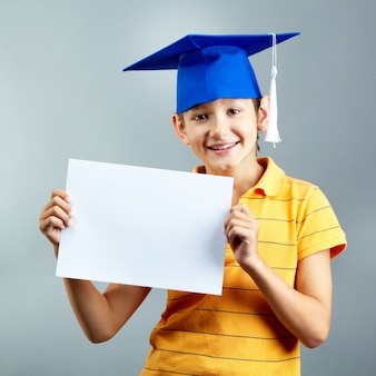 Proud kind eine leere papier