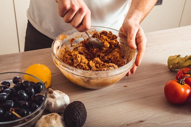 Prozess kochen hausgemachten seitan. wie man veganes fleisch macht