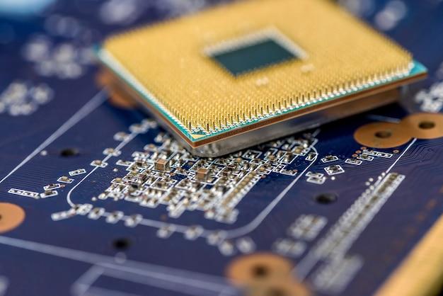 Prozessor liegt auf motherboard in nahaufnahme