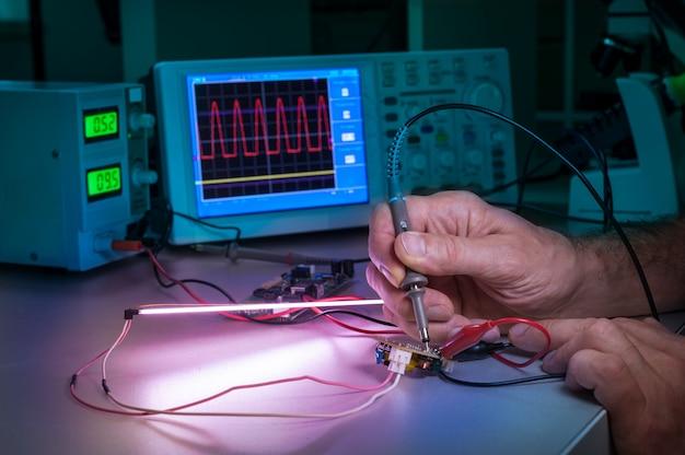 Prüfung elektronischer geräte