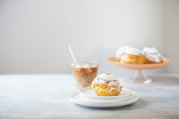 Puddingkuchen mit sahne