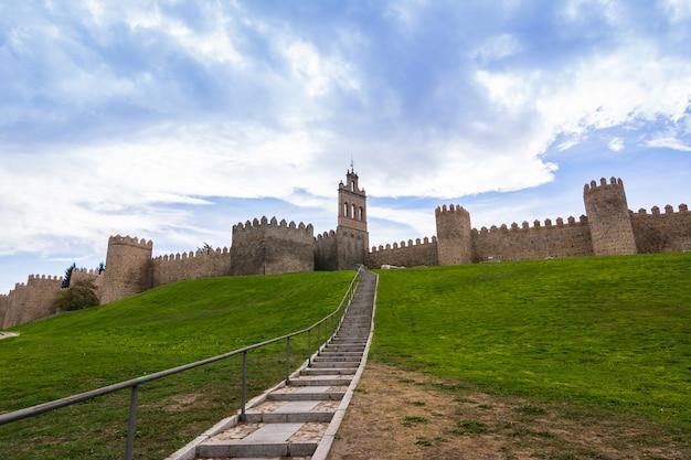 Puerta del carmen, avila, befestigte stadt in spanien