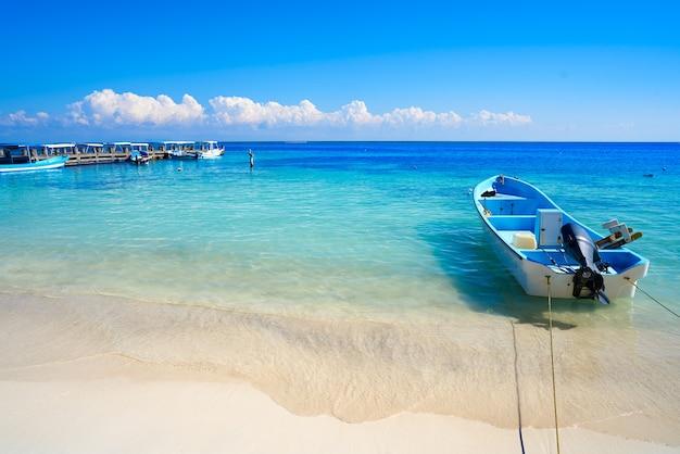 Puerto morelos strand in riviera maya