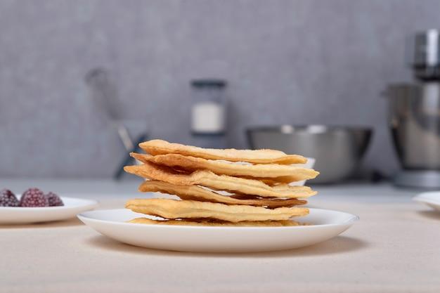 Puff cakes für die herstellung von obstkuchen. zutaten für den kuchen.
