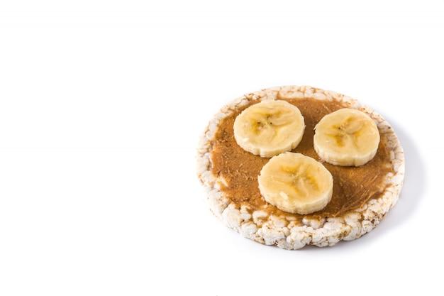 Puffreiskuchen mit banane und erdnussbutter