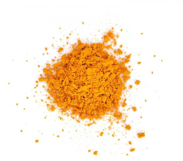 Pulver der gelbwurz (kurkuma) lokalisiert auf weiß. curry pulver.