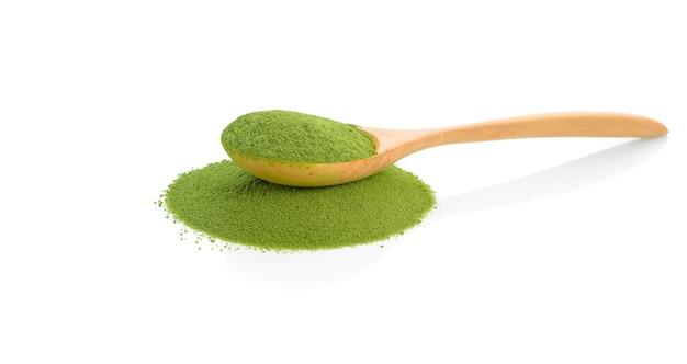 Pulver grüner tee isoliert
