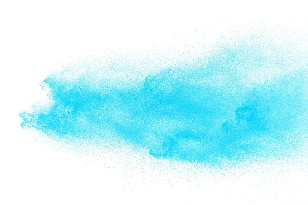 Pulverexplosion des blauen himmels lokalisiert auf weißem hintergrund
