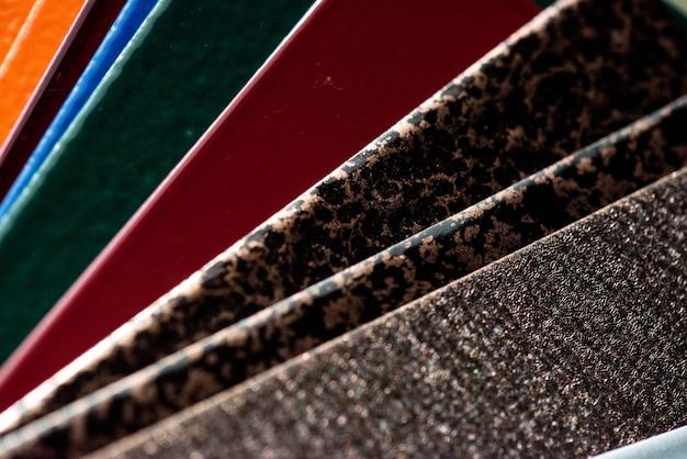 Pulverfarbe zum schutz von bauteilen und konstruktionen aus metall