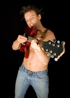 Punk spielt gitarre