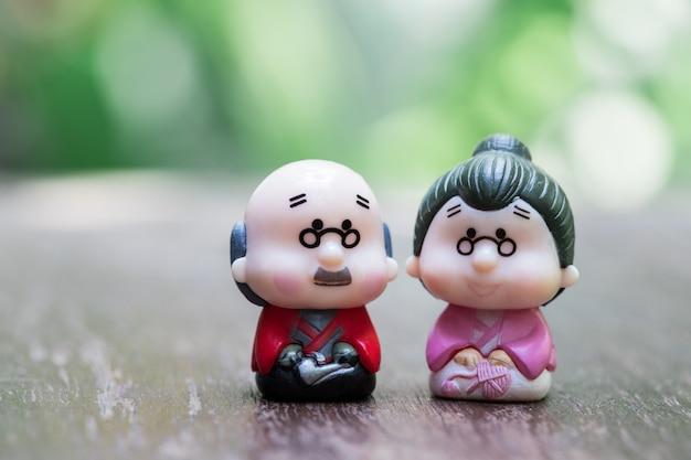 Puppe des alten mannes mit großmutter