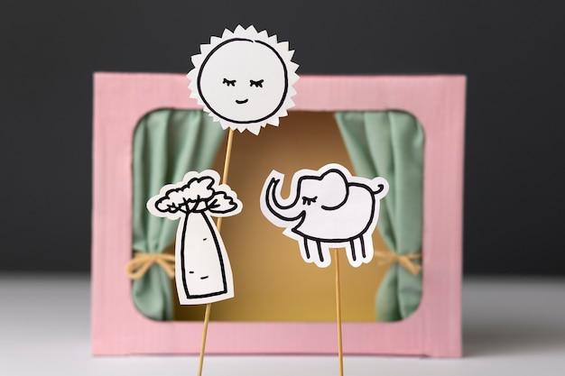 Puppenspiel-sortiment im papierstil