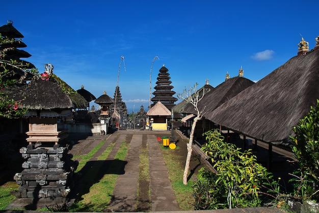 Pura besakih temple auf bali-insel, indonesien