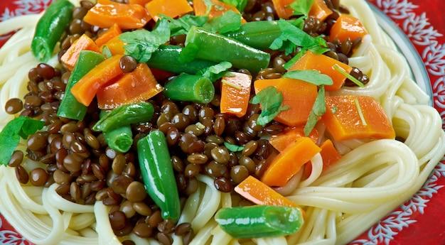 Puy linsenbolognese mit hausgemachter pasta.