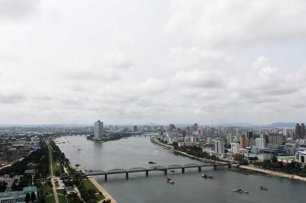 Pyongyang, nordkorea - 26. juli 2015: panoramablick auf pjöngjang, nordkorea. pjöngjang ist die hauptstadt und größte stadt nordkoreas.